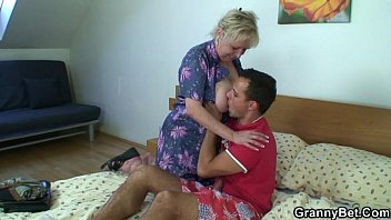 Ride to orgasm busty amateur spanish granny from DateFree.eu