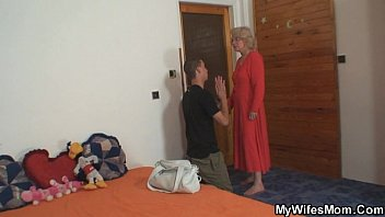 Girlfriends hot mom seduces him and rides dick